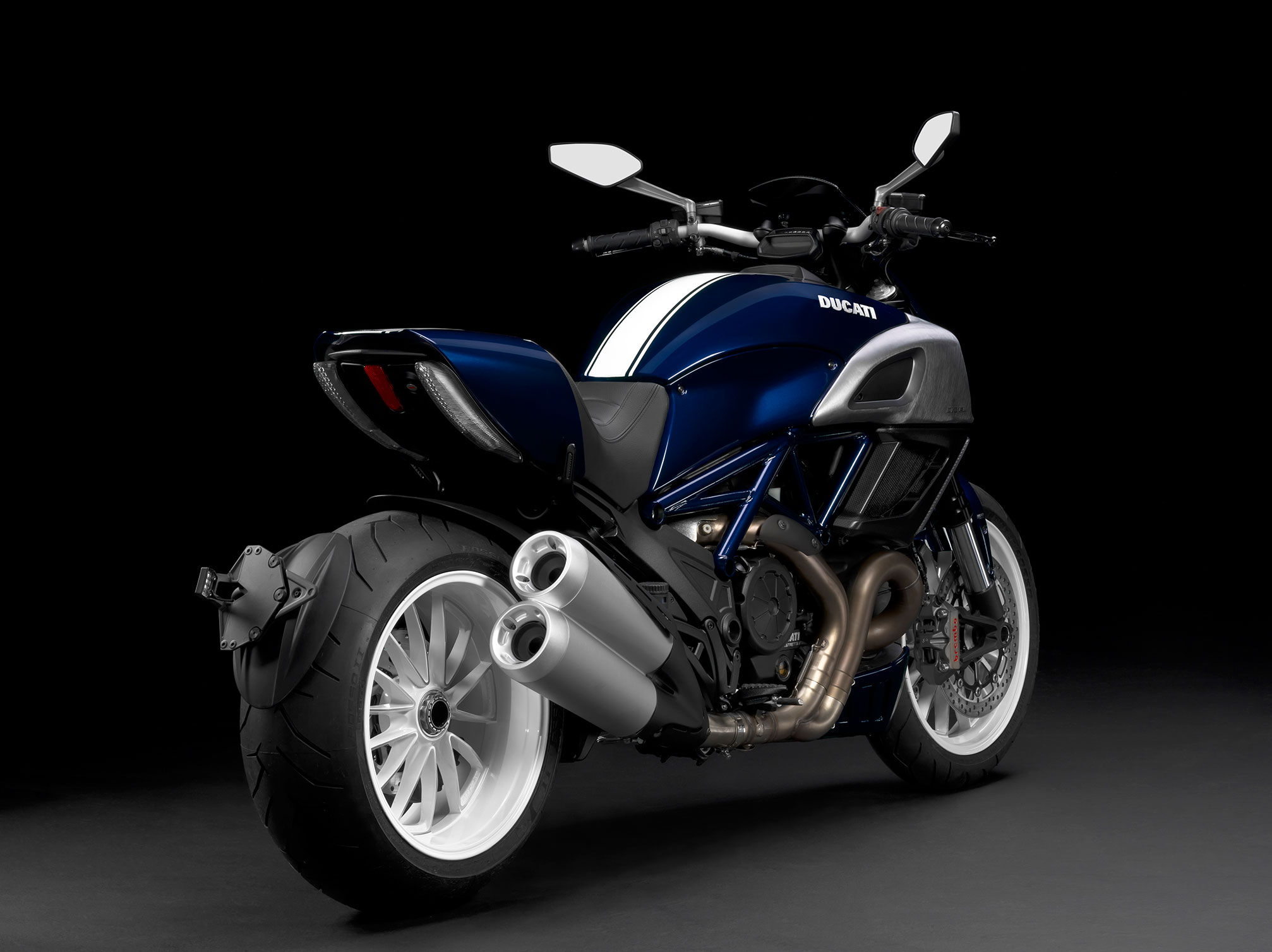 Ducati Diavel Carbon 2014 wallpapers #13033