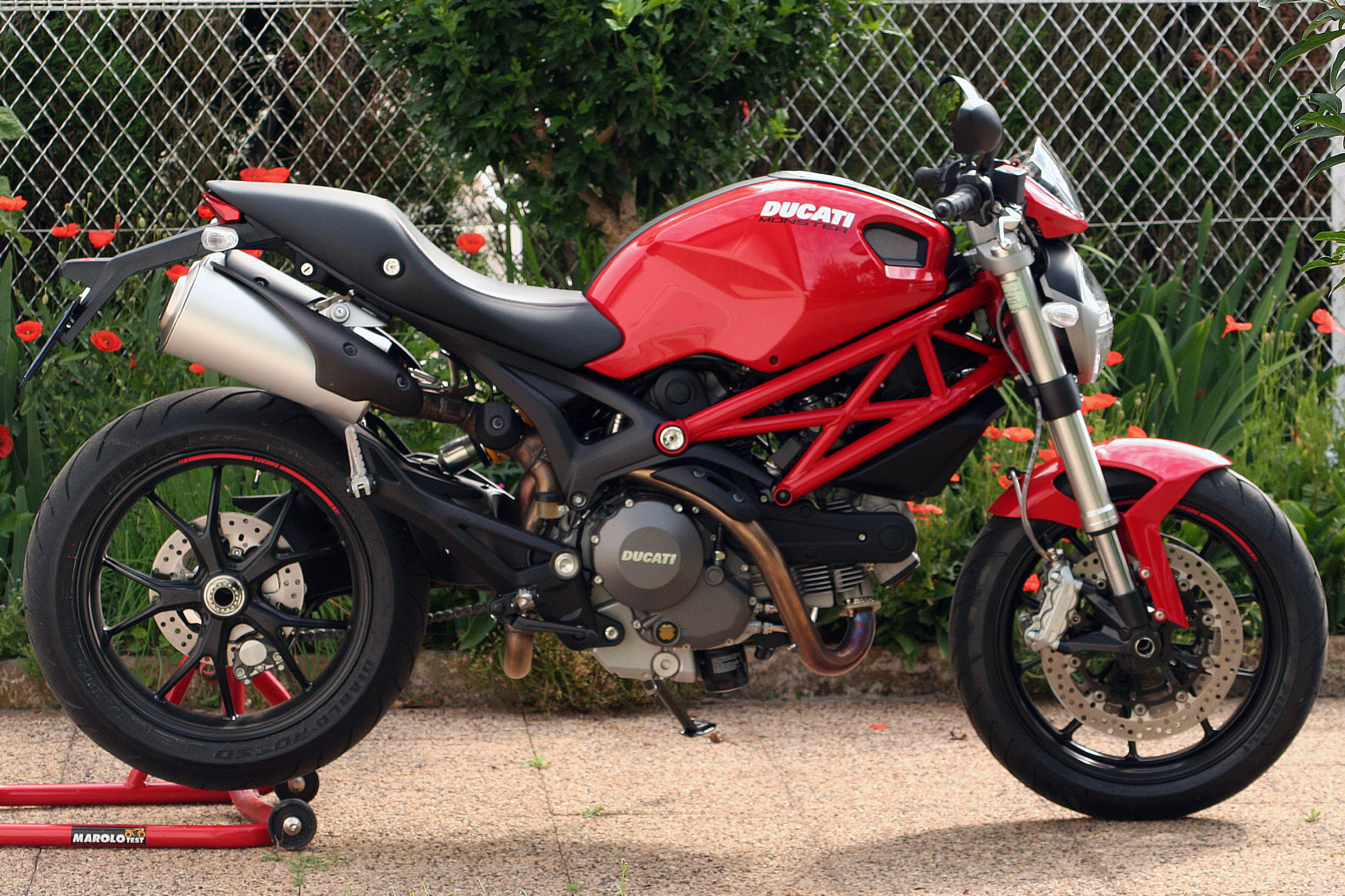 Ducati Monster 750 2002 wallpapers #11942