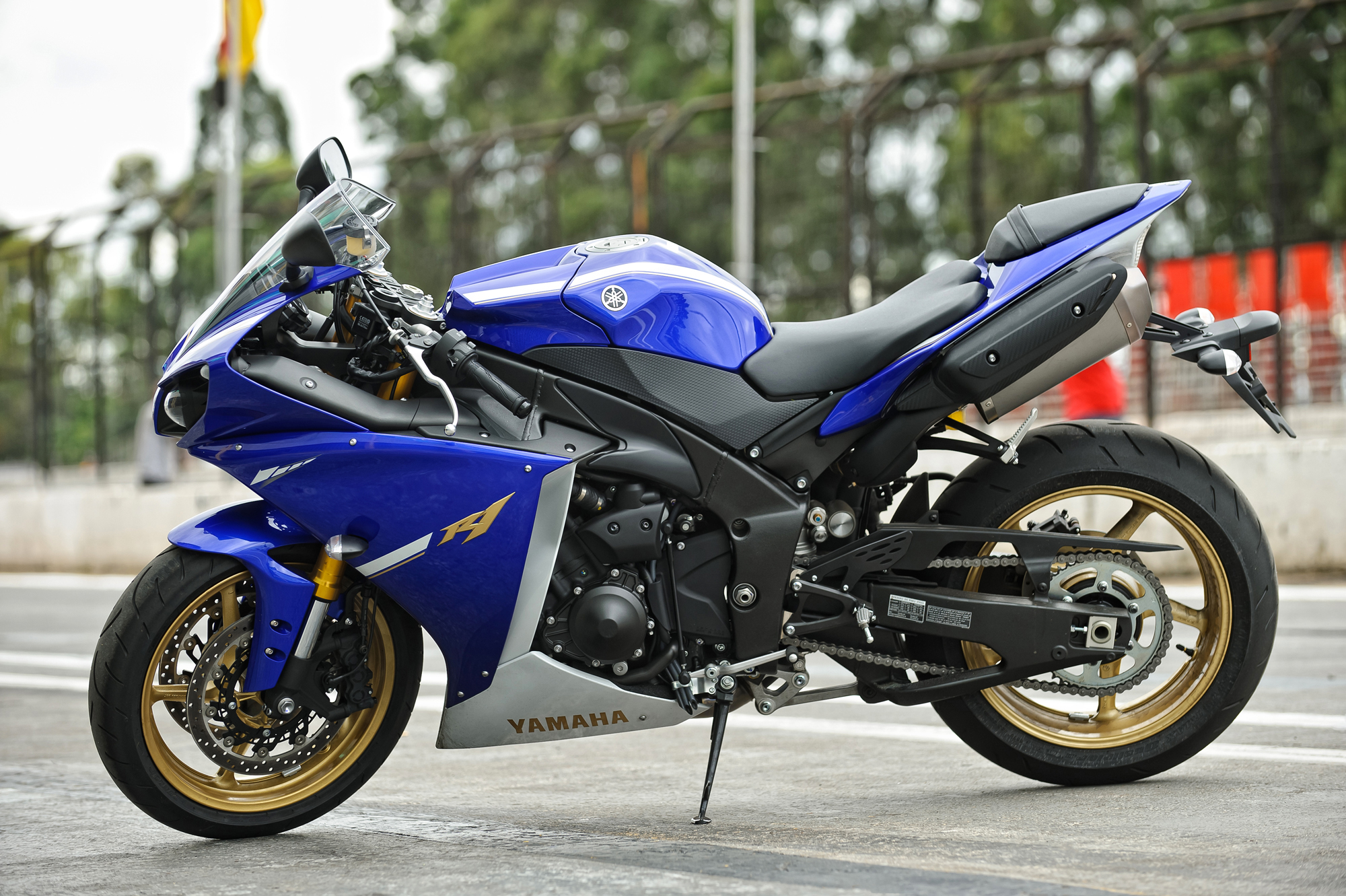 2013 yamaha yzf r1 pics specs and information. Black Bedroom Furniture Sets. Home Design Ideas