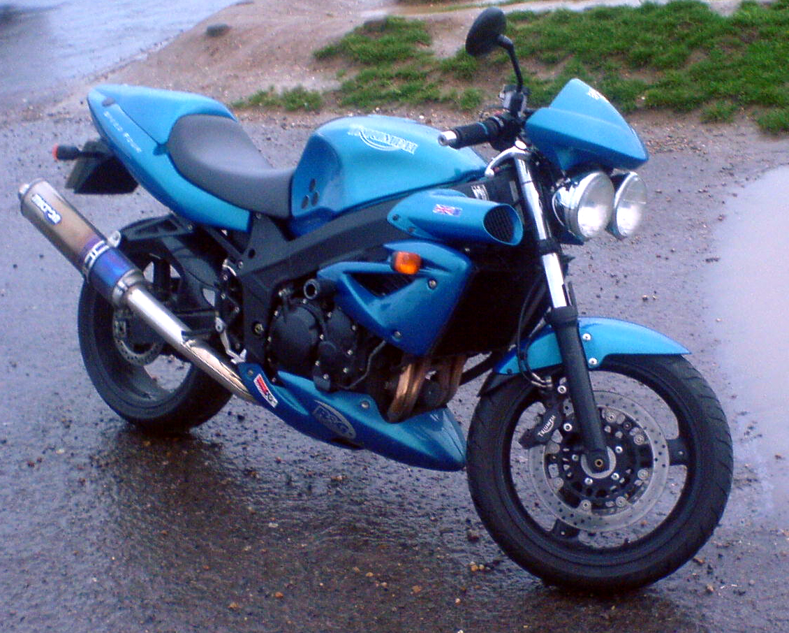 triumph speed four 600 daten To request a testride for the 2004 triumph speed four 600, simply enter your details below and one of our experienced sales team will get back to you.