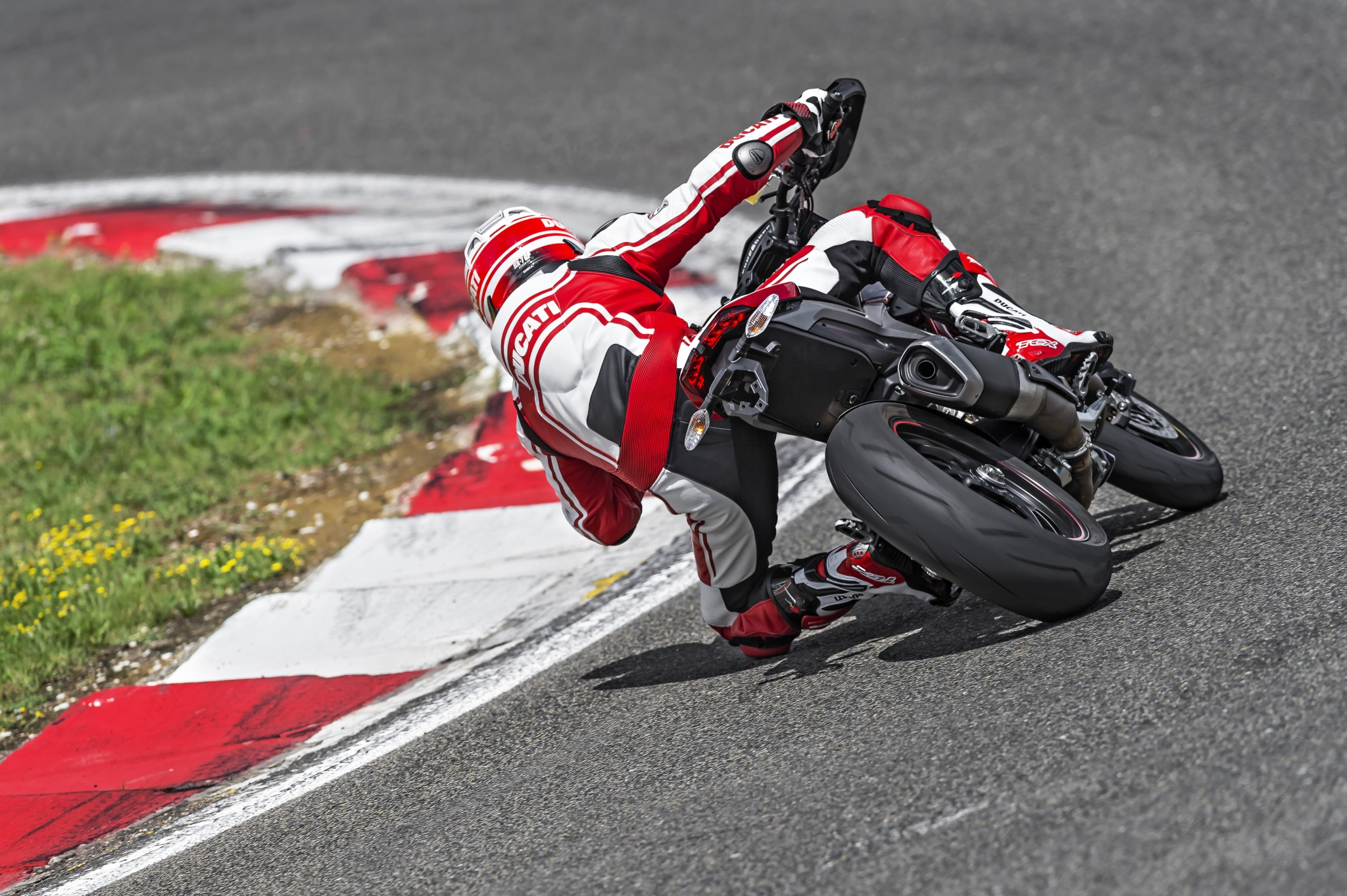 Ducati Hypermotard SP images #79651