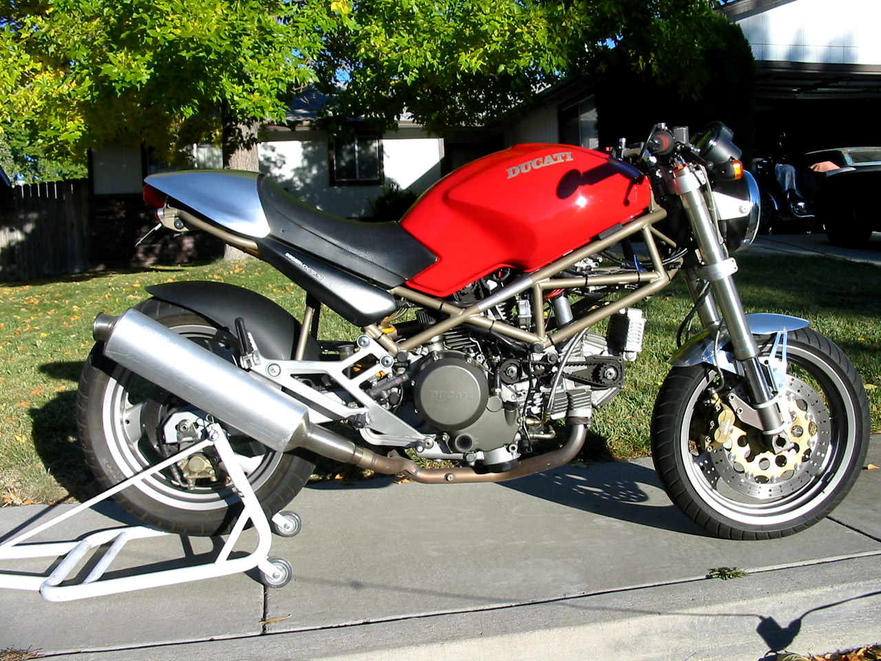 Ducati Monster 750 2002 wallpapers #11944