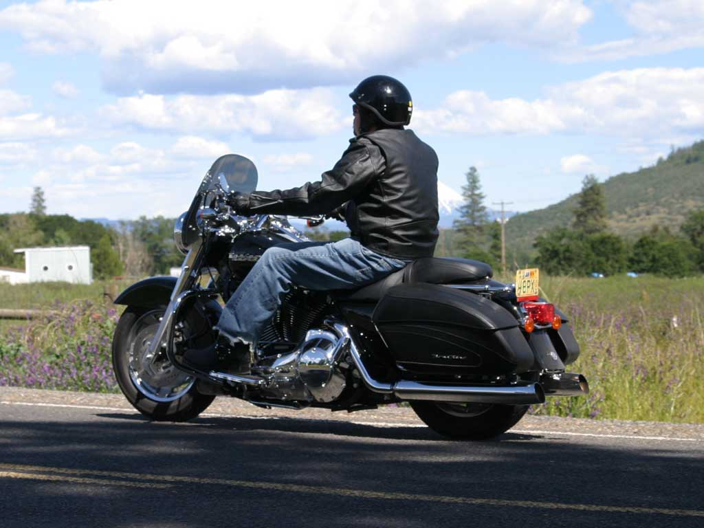 Harley-Davidson FLHRC Road King Classic pics #18202