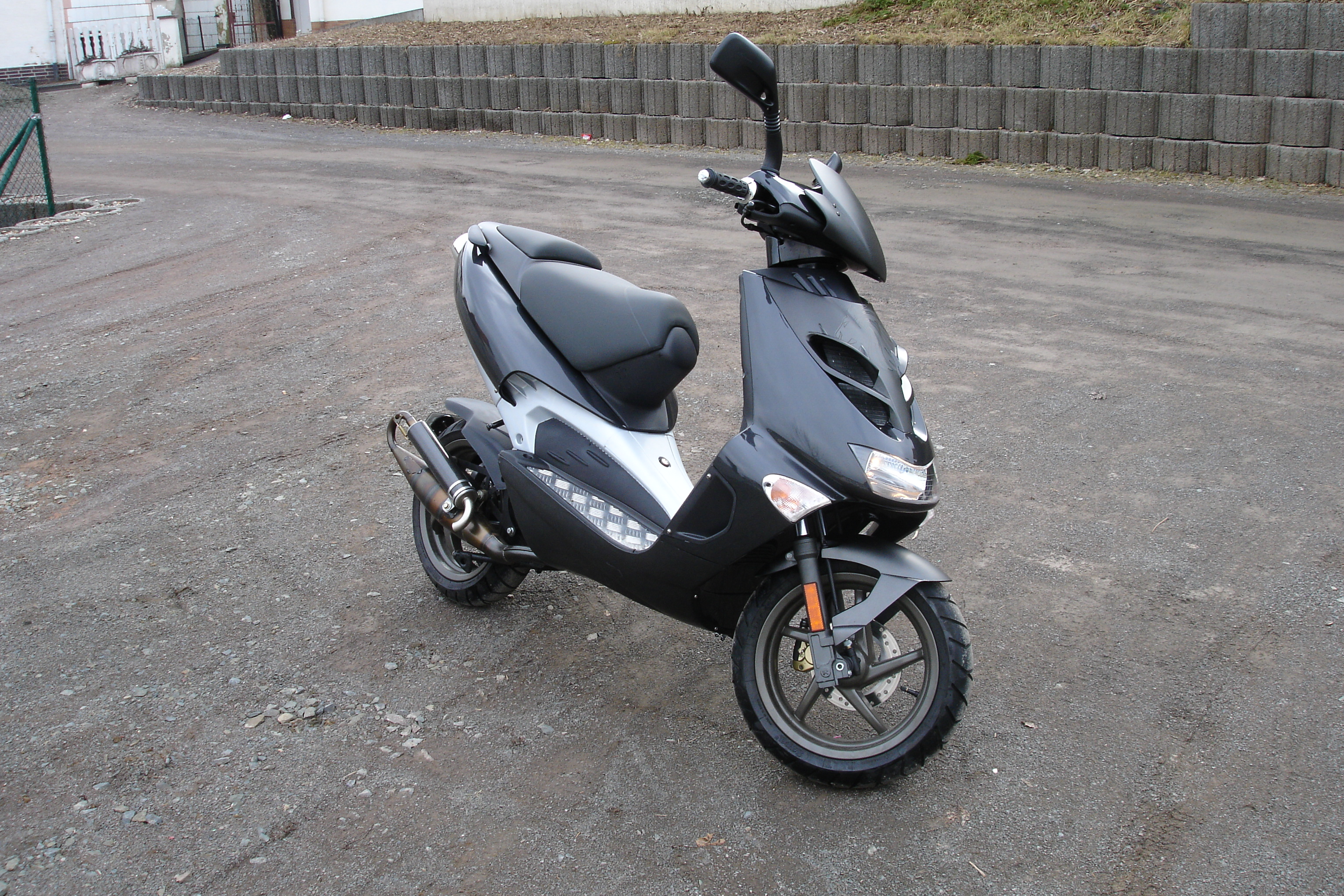 2008 aprilia sr 50 pics specs and information. Black Bedroom Furniture Sets. Home Design Ideas