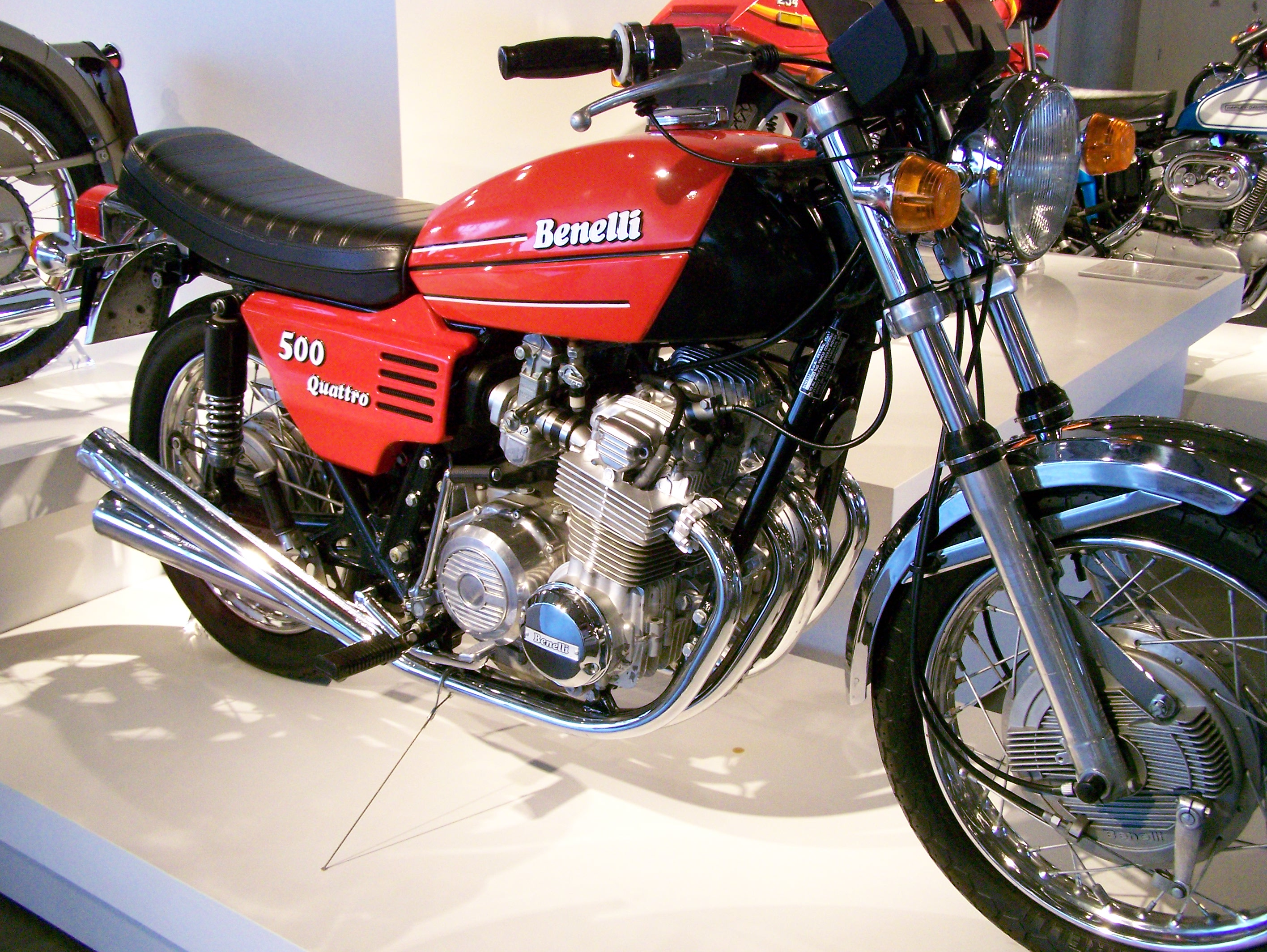 Benelli 500 Ouattro 1974 images #76082