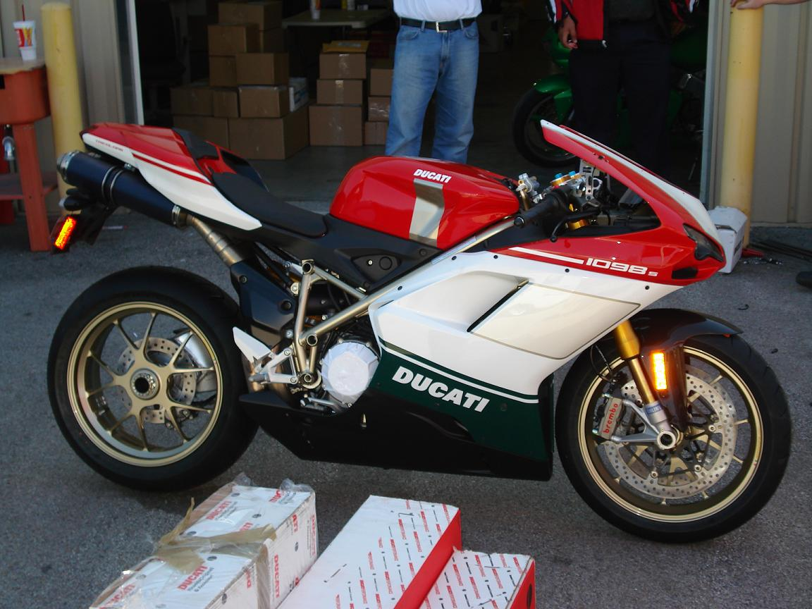 Ducati Superbike 1098 S Tricolore 2007 wallpapers #12051