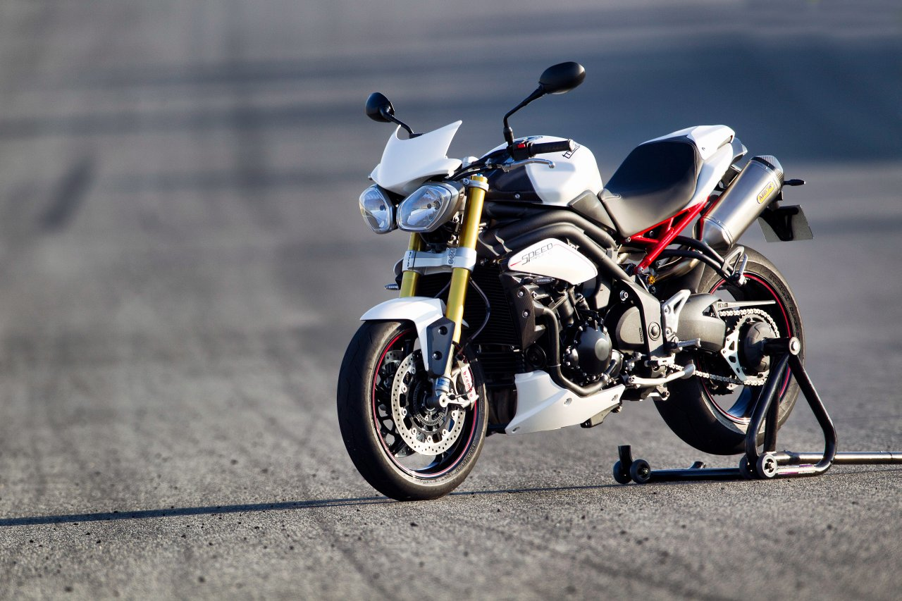Triumph Street Triple R Pics Specs And List Of Seriess By Year