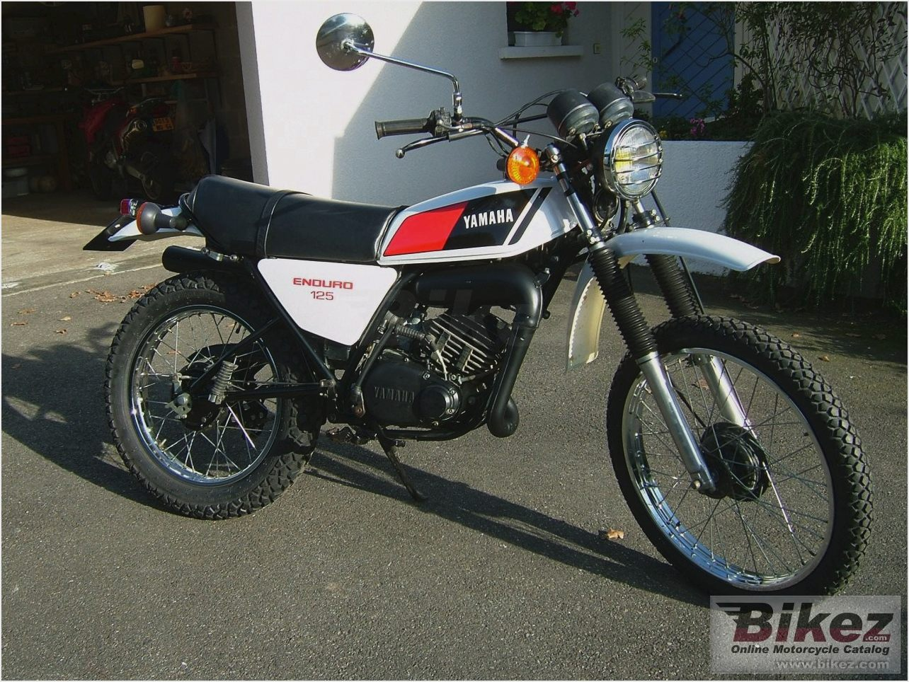 Yamaha dt 175 mx pics specs and list of seriess by year for Yamaha 175 sho