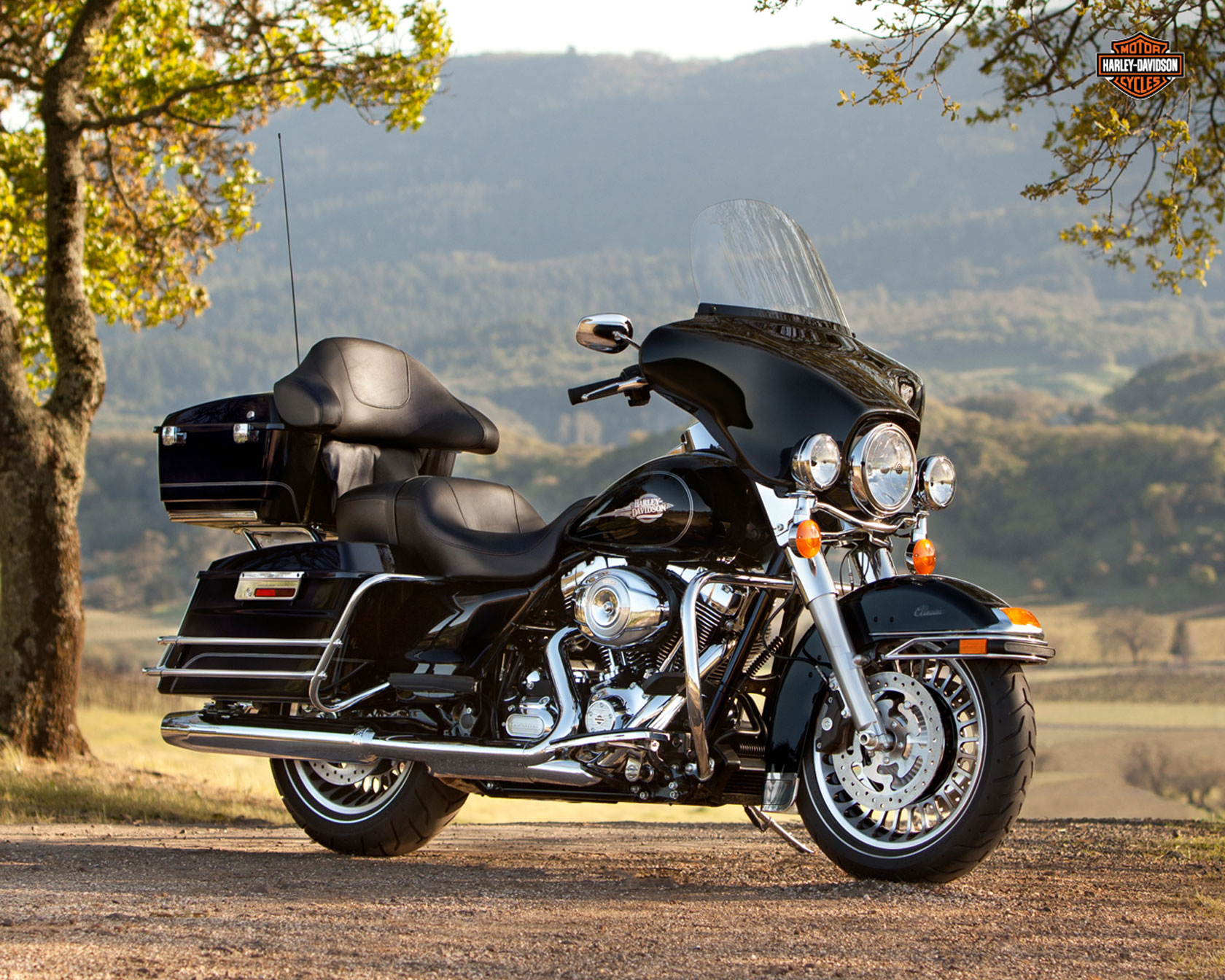 Harley-Davidson FLHTC Electra Glide Classic 2011 wallpapers #133665