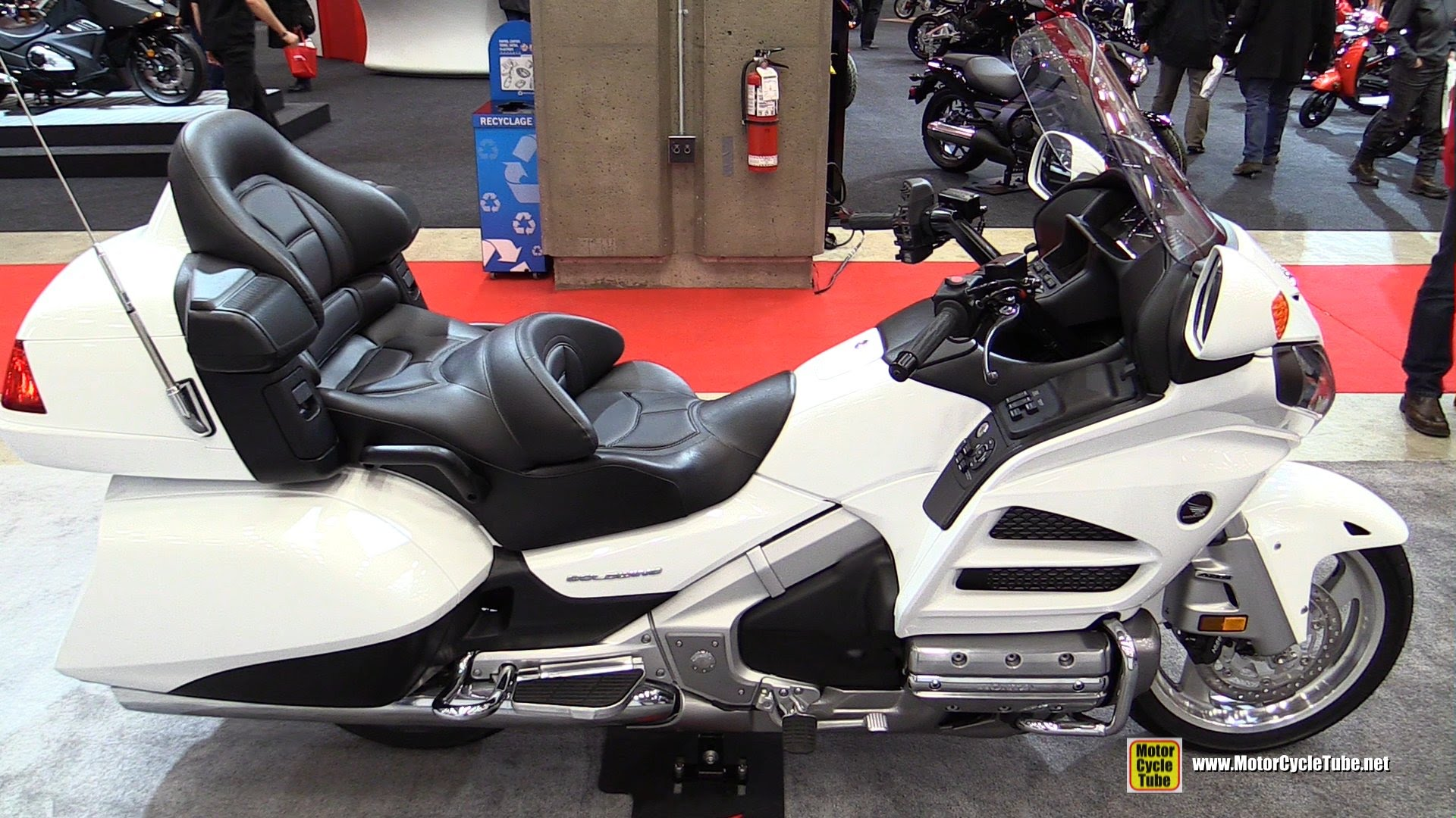 2015 honda gl 1800 gold wing pics specs and information. Black Bedroom Furniture Sets. Home Design Ideas