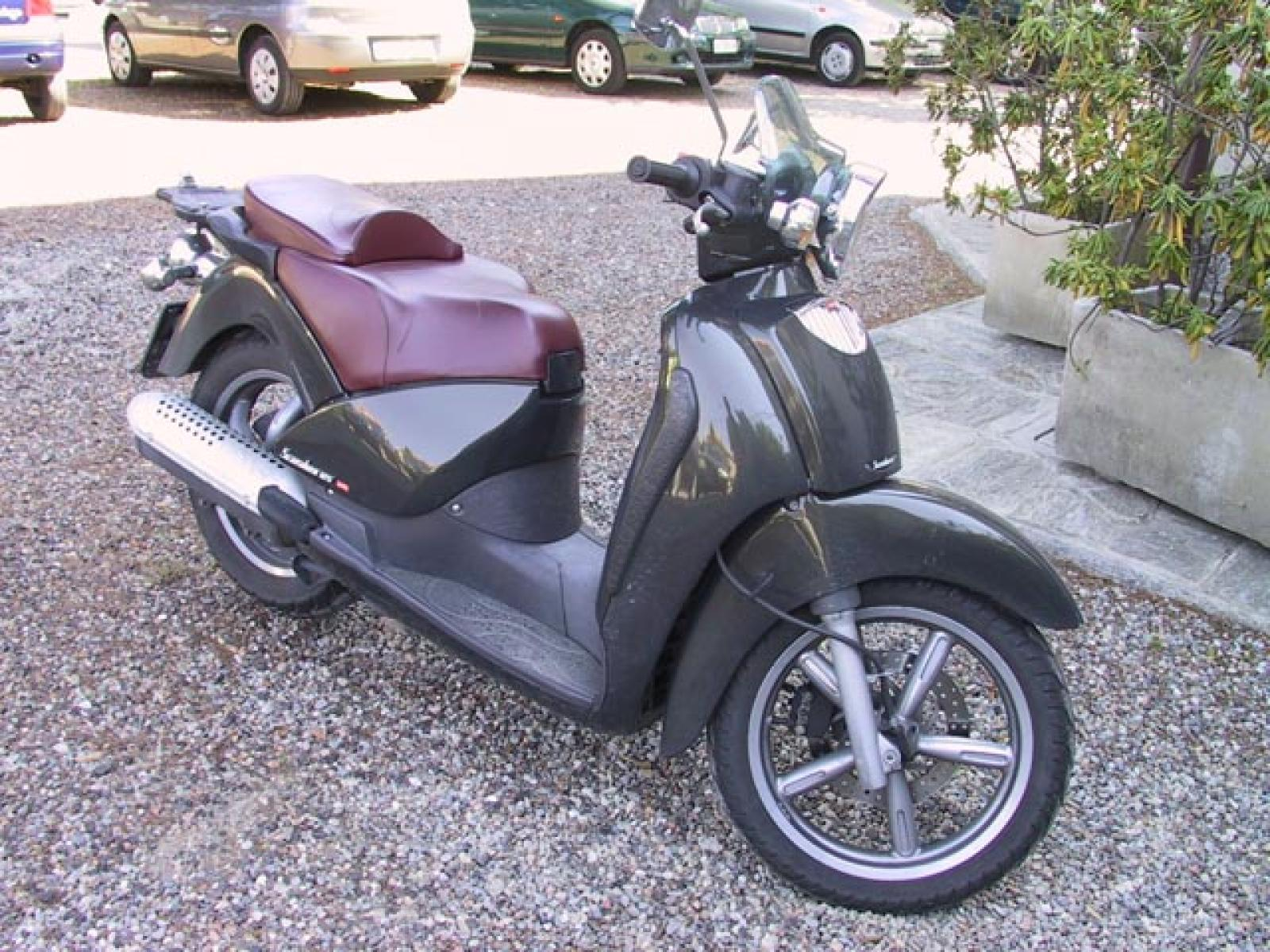 2004 aprilia scarabeo 125 pics specs and information. Black Bedroom Furniture Sets. Home Design Ideas