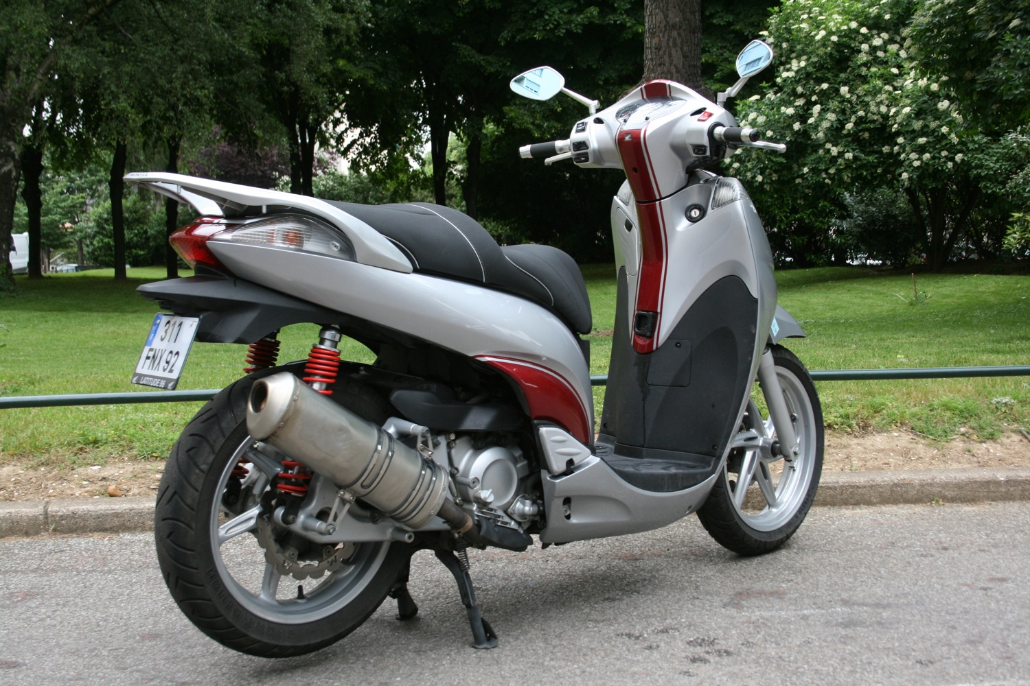 2009 honda sh 300 pics specs and information. Black Bedroom Furniture Sets. Home Design Ideas