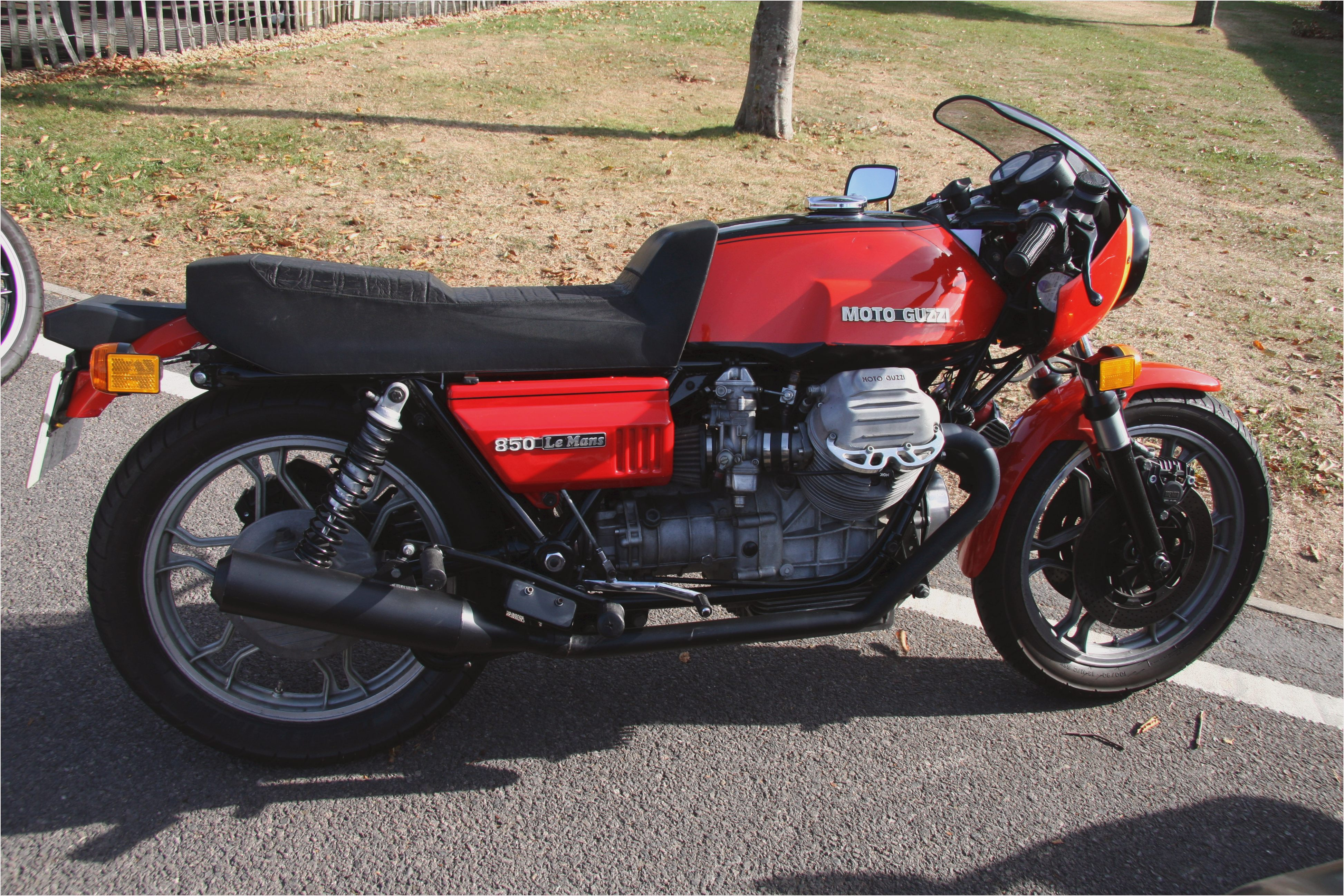 1992 moto guzzi le mans 1000 pics specs and information. Black Bedroom Furniture Sets. Home Design Ideas