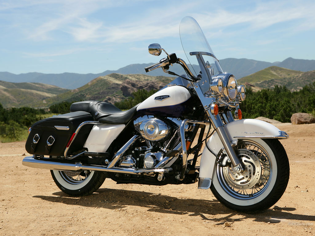 Harley-Davidson FLHRC Road King Classic images #81353
