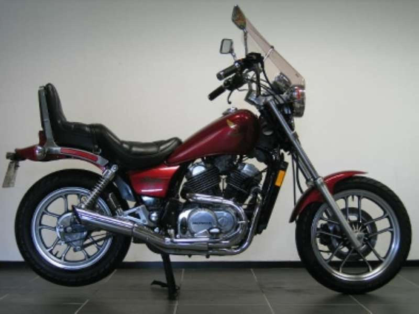1986 honda vf 700 c pics specs and information. Black Bedroom Furniture Sets. Home Design Ideas