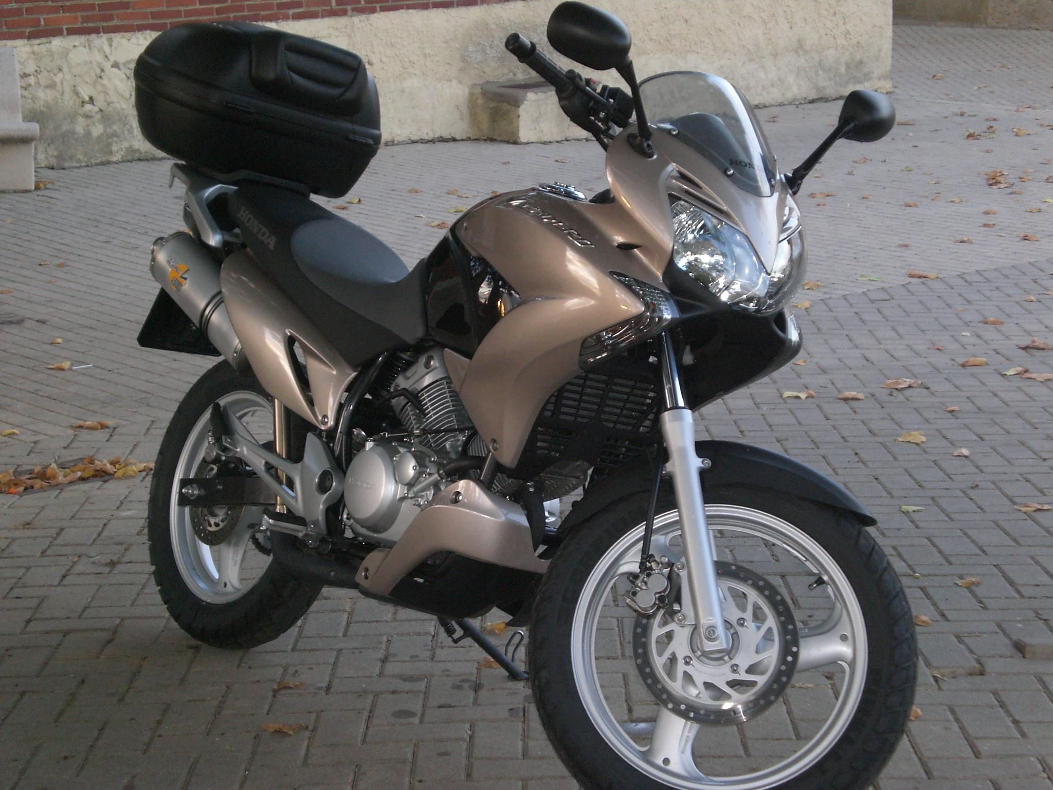 2010 honda varadero 125 dx pics specs and information. Black Bedroom Furniture Sets. Home Design Ideas