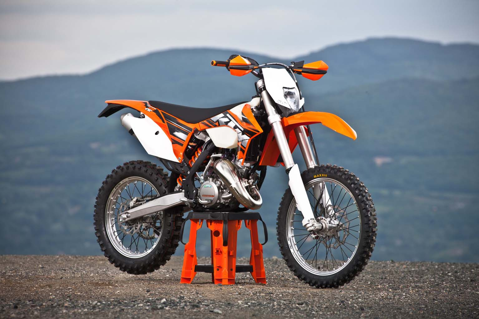 2000 ktm 125 exc pics specs and information. Black Bedroom Furniture Sets. Home Design Ideas