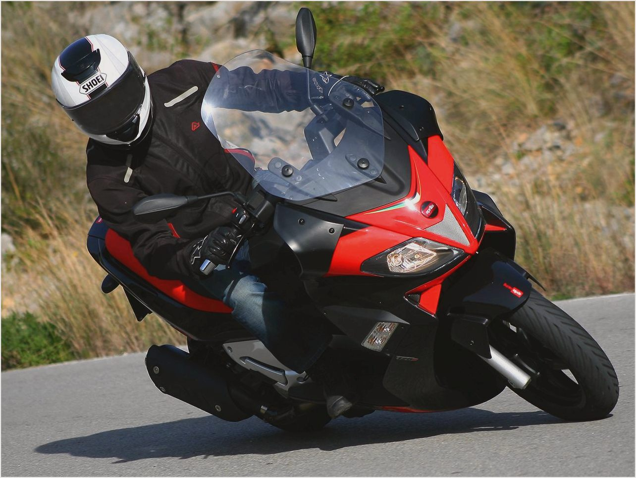 2011 aprilia sr max 125 pics specs and information. Black Bedroom Furniture Sets. Home Design Ideas