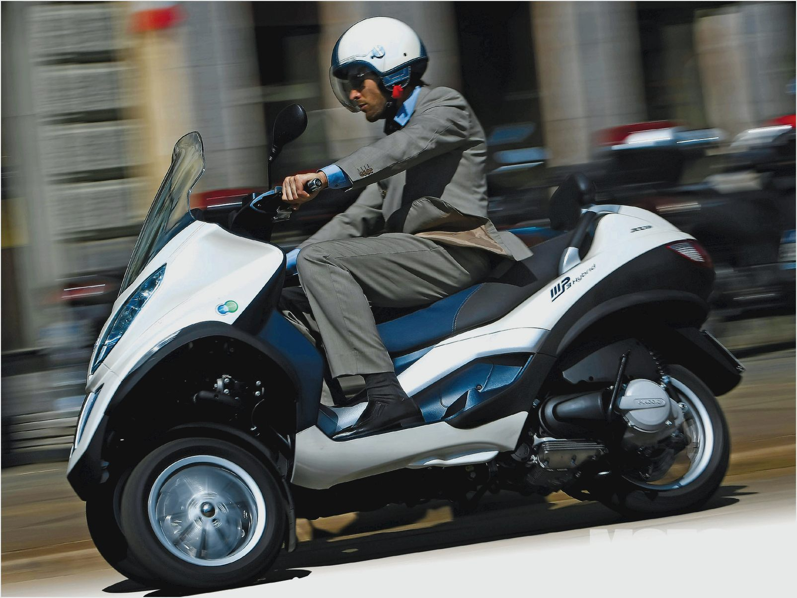 Piaggio MP3 300 Hybrid 2011 images #120536