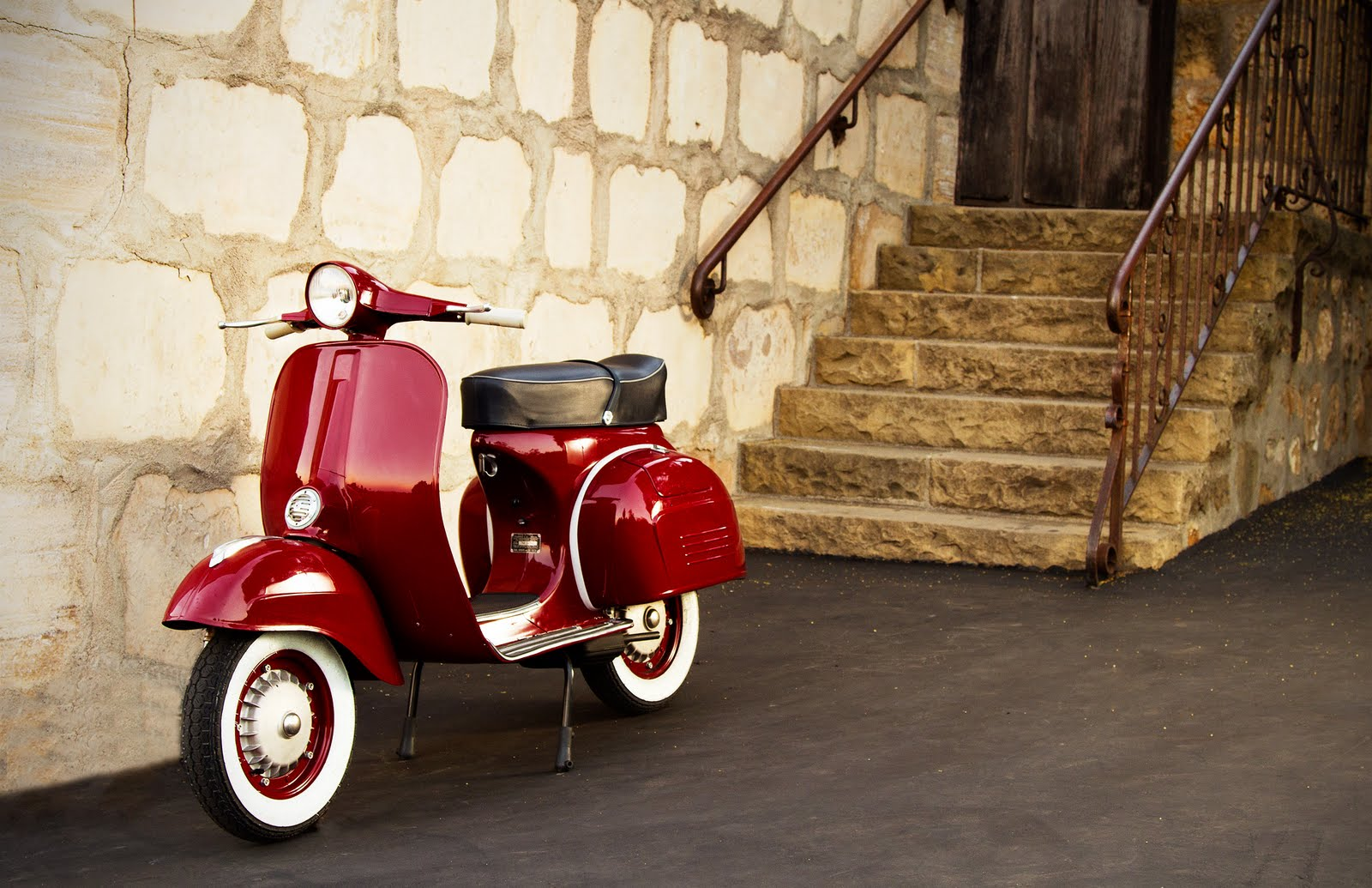 Vespa LX Rosa Chic 150 wallpapers #130114