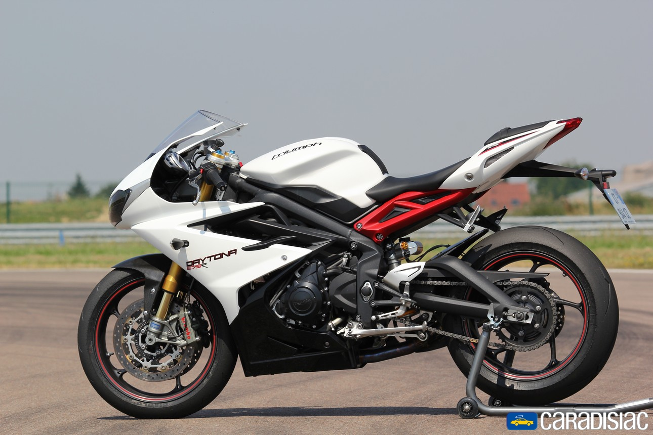 triumph daytona 675 pics specs and list of seriess by year. Black Bedroom Furniture Sets. Home Design Ideas