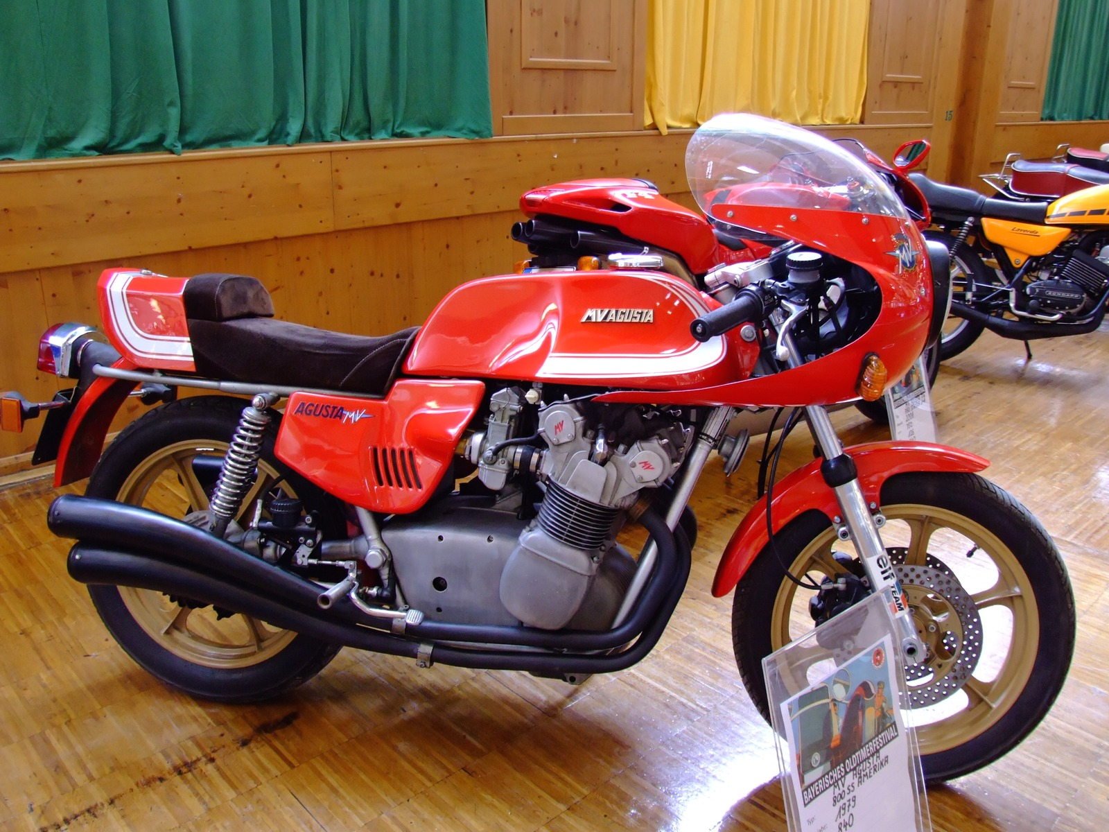 MV Agusta 750 GT 1972 images #113440