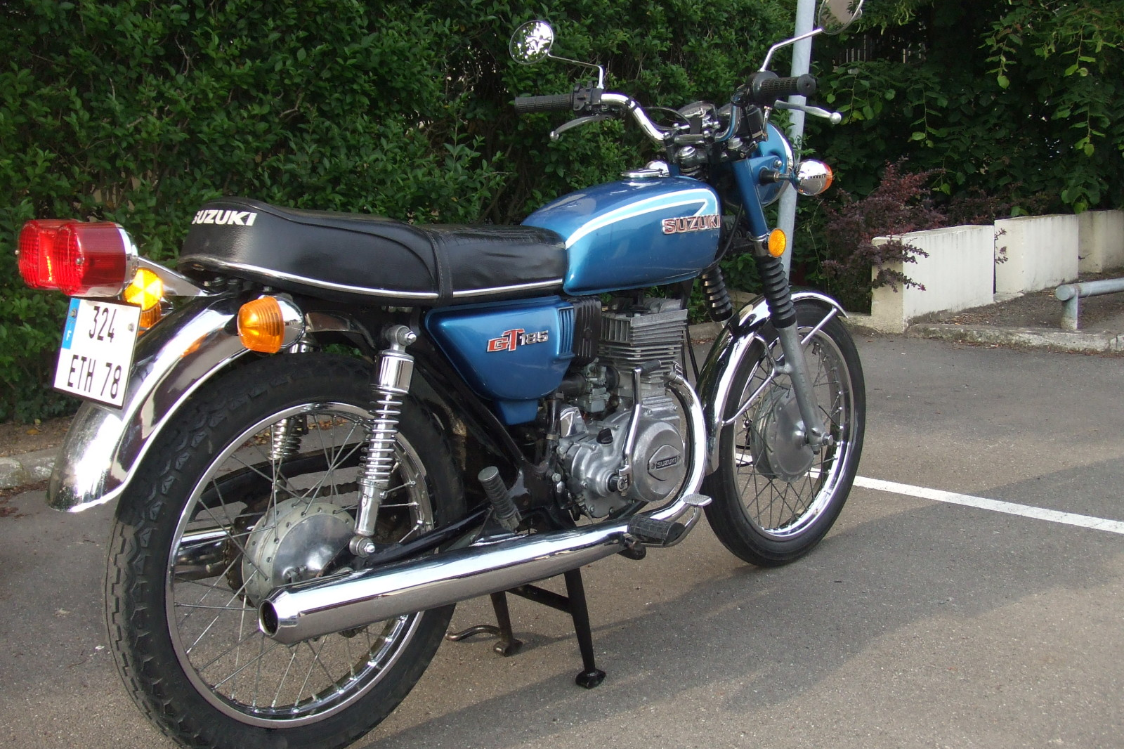 1975 suzuki gt 125 pics specs and information. Black Bedroom Furniture Sets. Home Design Ideas