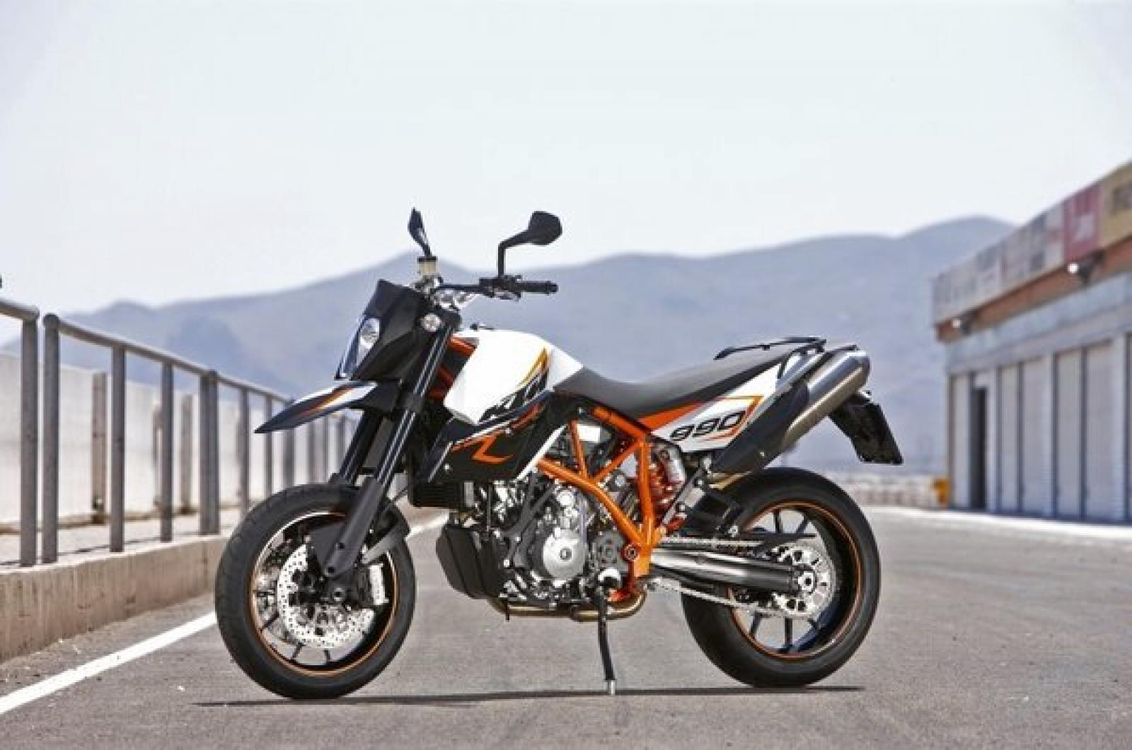 KTM 690 Supermoto Limited Edition 2010 images #155308