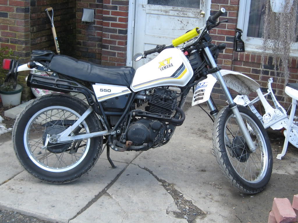 Yamaha xt 550 pics specs and list of seriess by year for Yamaha clp 550 specifications