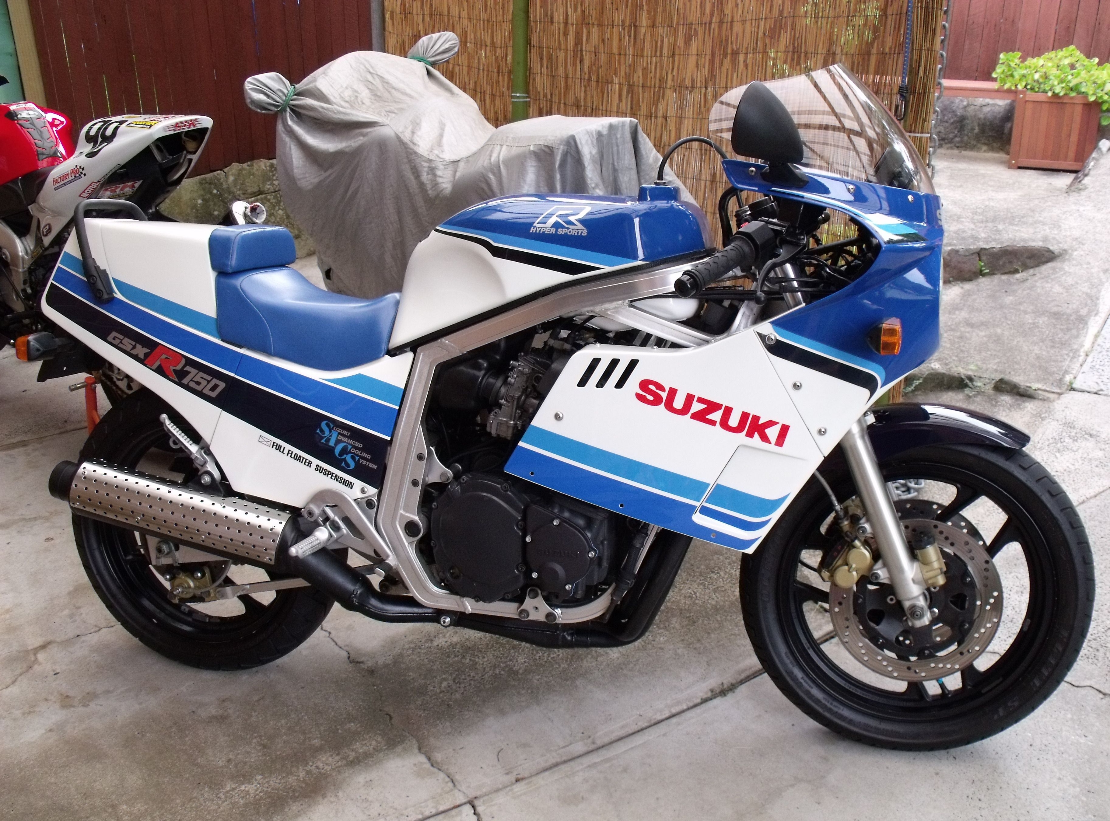 1985 suzuki gsx r 750 pics specs and information. Black Bedroom Furniture Sets. Home Design Ideas
