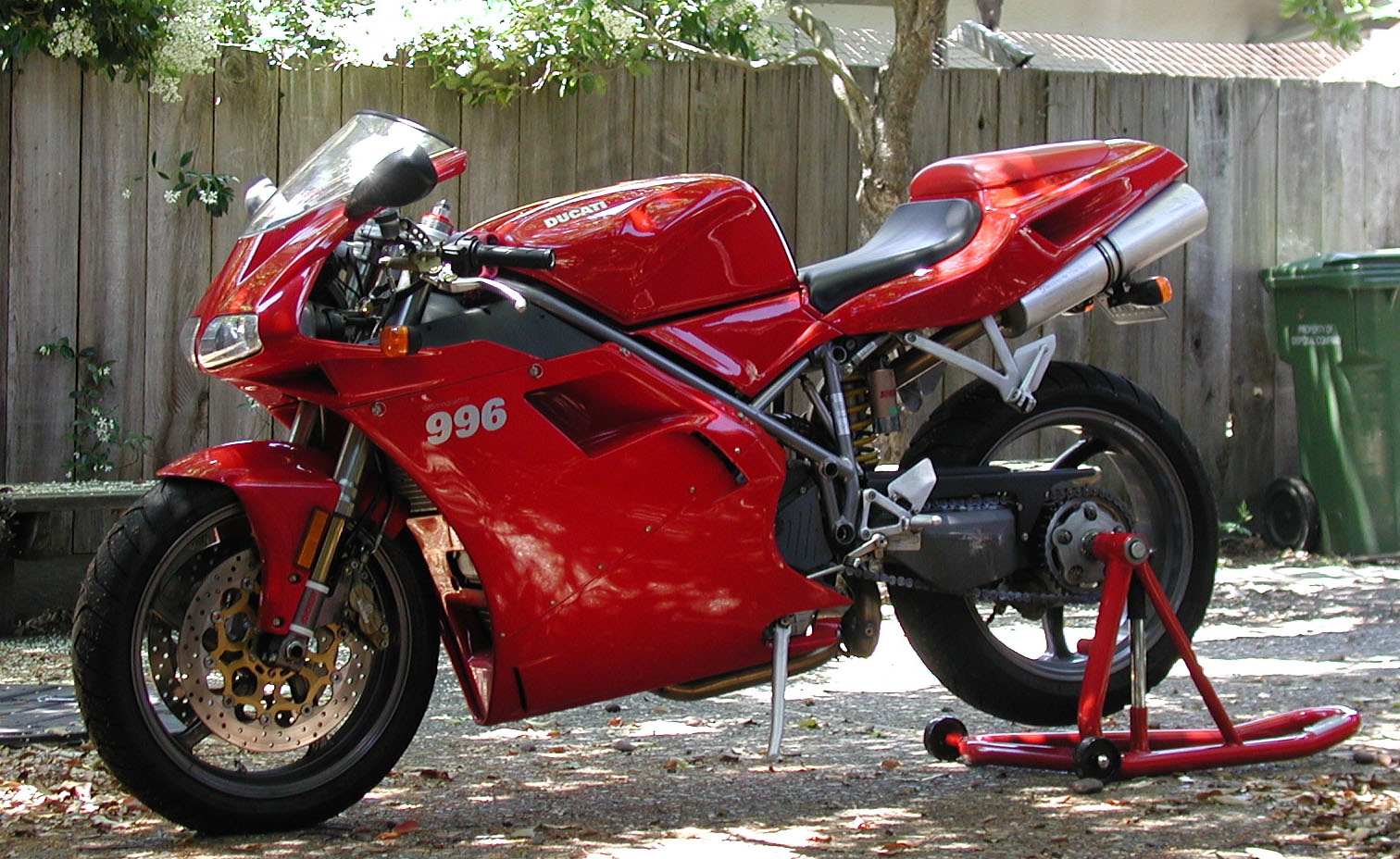 Ducati 750 SS 1998 wallpapers #11088