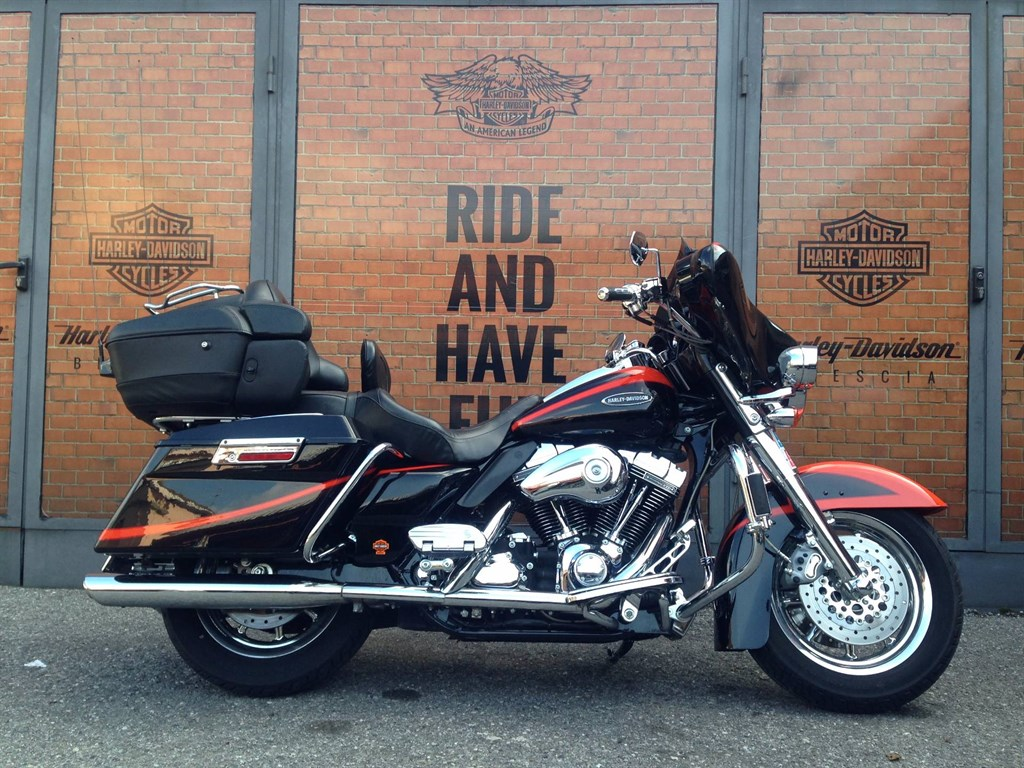 Harley-Davidson FLHTCUSE Screamin' Eagle Ultra Classic Electra Glide 2006 images #80587