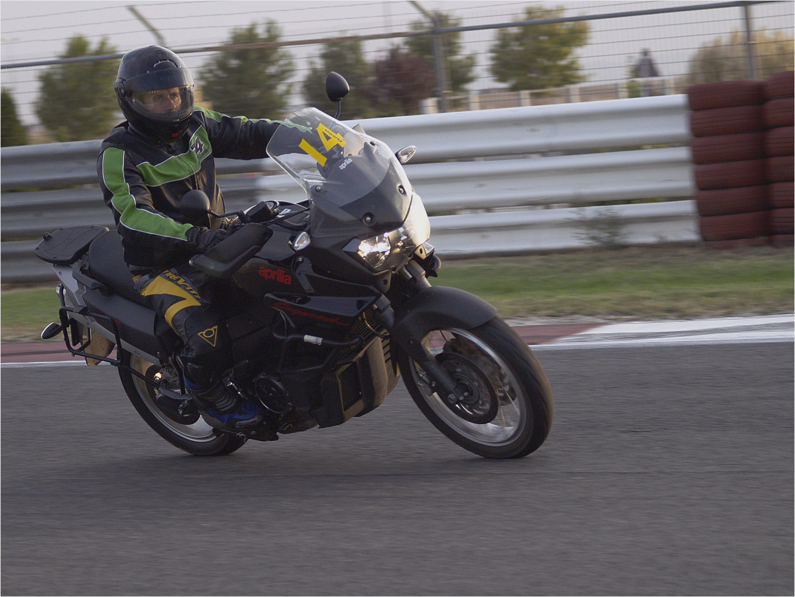 Aprilia ETV 1000 Caponord 2006 wallpapers #22319