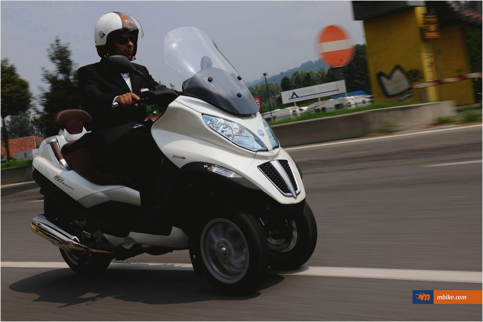Piaggio MP3 300 Hybrid 2011 images #120551