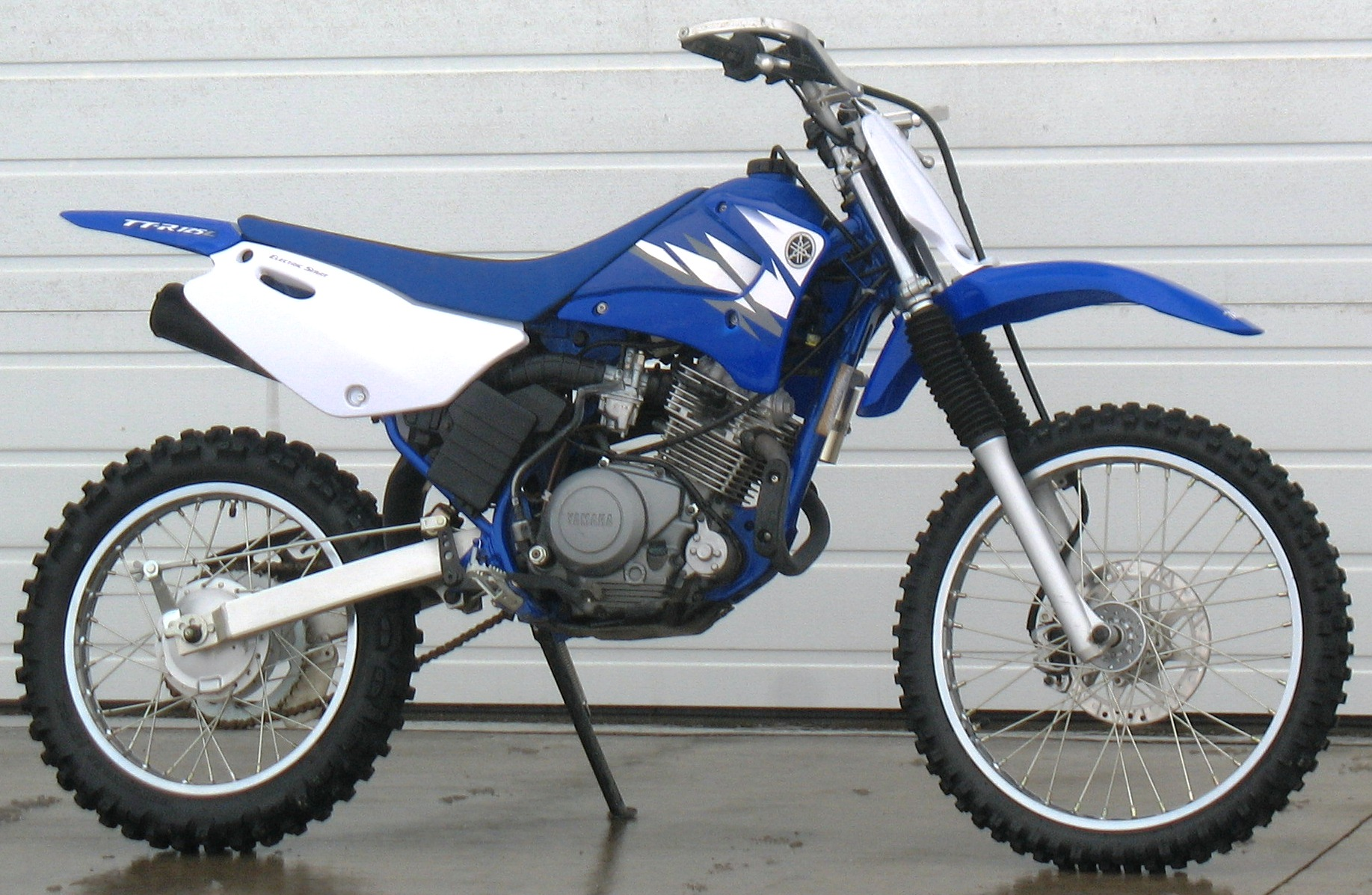 2002 yamaha tt r 125 l pics specs and information. Black Bedroom Furniture Sets. Home Design Ideas