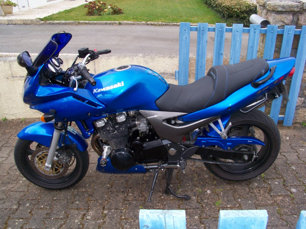 kawasaki zr 7 pics specs and list of seriess by year. Black Bedroom Furniture Sets. Home Design Ideas