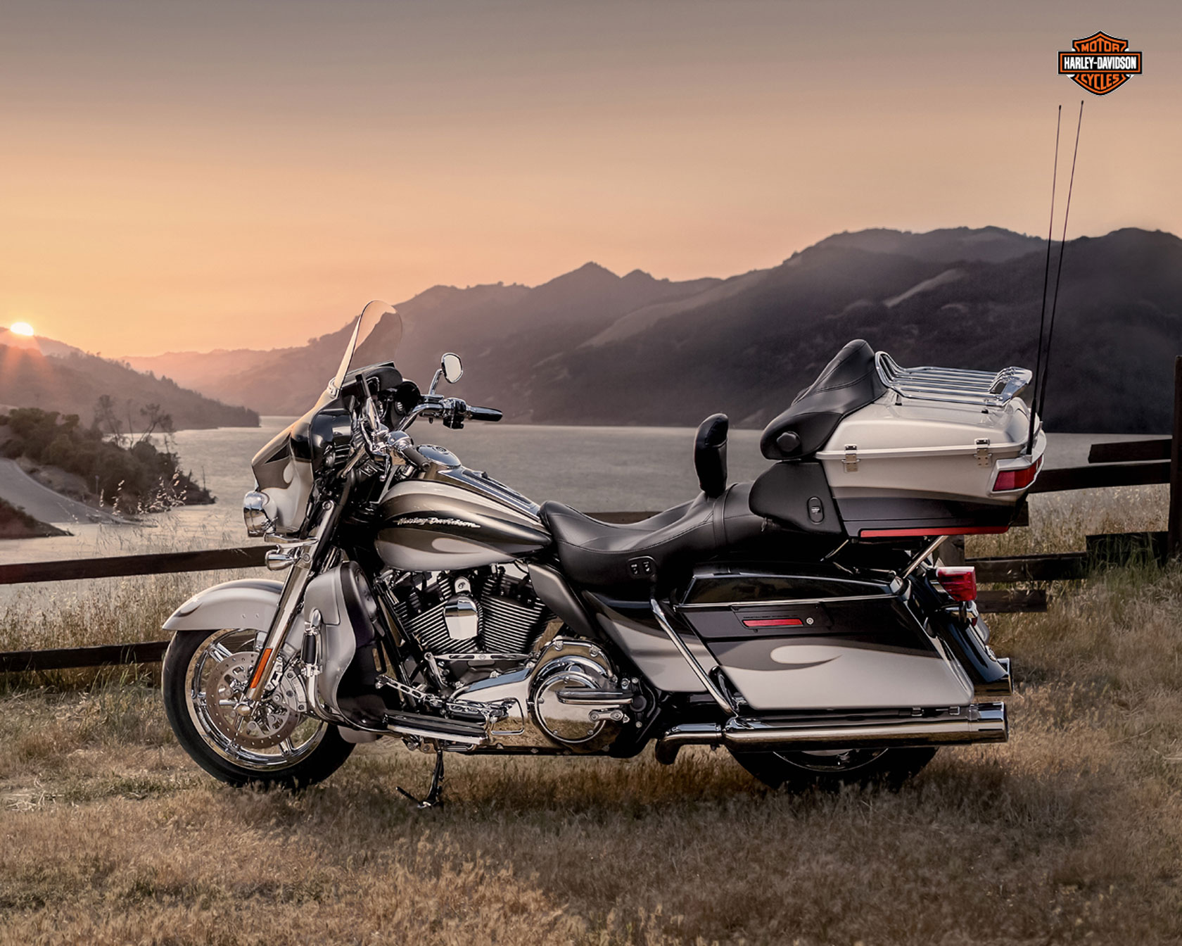 Harley-Davidson FLHTCUSE8 CVO Ultra Classic Electra Glide 110th Anniversary 2013 wallpapers #142032