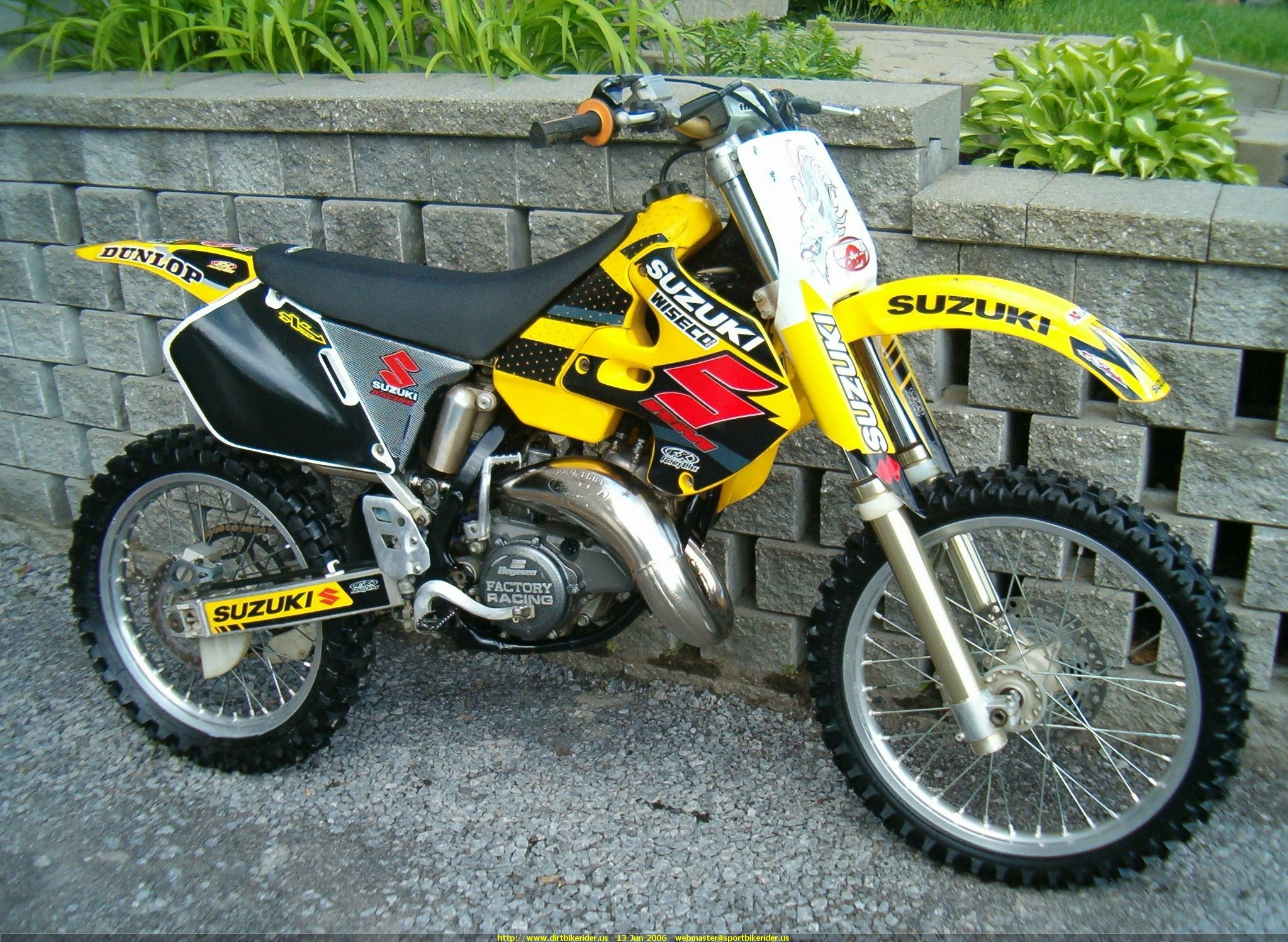 2003 suzuki rm 125 pics specs and information. Black Bedroom Furniture Sets. Home Design Ideas